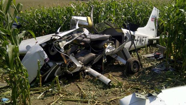 Debris from a plane crash sits in a field in Moorefield, Ont., on Sunday, Aug. 25, 2012. Police say a single engine Cessna crashed Friday night in a cornfield near Moorefield, about 50 kilometres northwest of Kitchener.