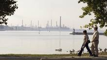 The Imperial Oil refinery in Sarnia, Ont. (JACQUES BOISSINOT/THE CANADIAN PRESS)