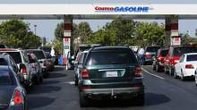 Motorists line up to buy gasoline in Carlsbad, Calif., Oct. 5, 2012. (MIKE BLAKE/REUTERS)