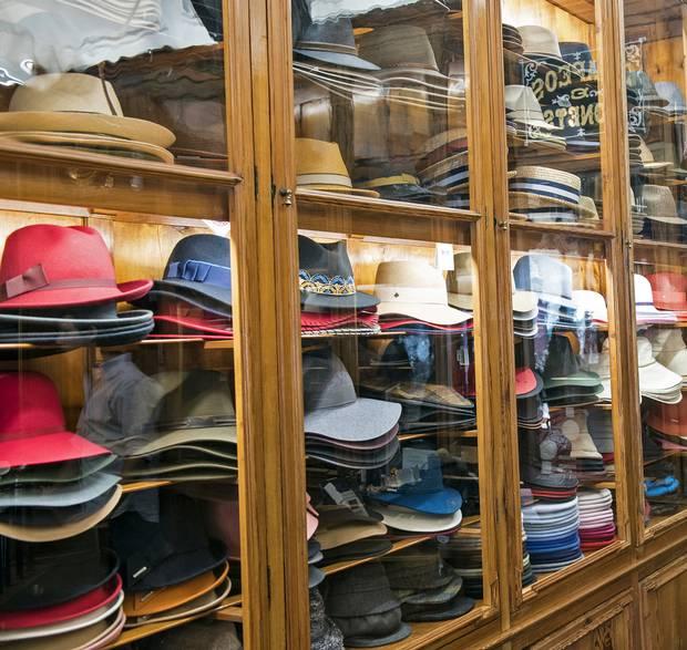 Chapelaria Azevedo Rua hat shop.