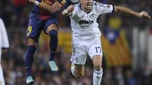 FC Barcelona's Alexis Sanchez from Chile, left, duels for the ball against Real Madrid's Alvaro Arbeloa during a Spanish La Liga soccer match at the Camp Nou stadium in Barcelona, Spain, Sunday, Oct. 7, 2012. (MANU FERNANDEZ/AP)
