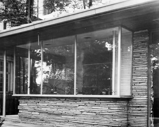 The Hobbs Sun House, Rosedale, Toronto. Historical photos, c. 1945. Rear window detail.