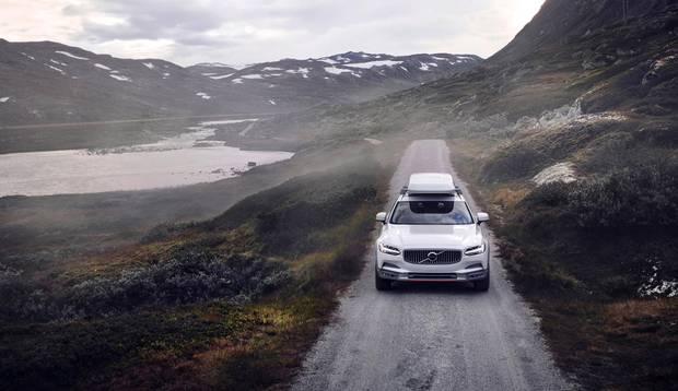 The 2018 Volvo V90 Cross Country