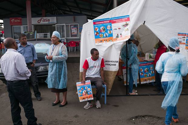 Doctors and nurses from the Ministry of Health and officers of the Malagasy Red Cross staff a health-care checkpoint in Ampasapito district on Oct. 5, 2017, with the mission of informing passengers leaving Tananarive, and to potentially detect cases suspected of plague.