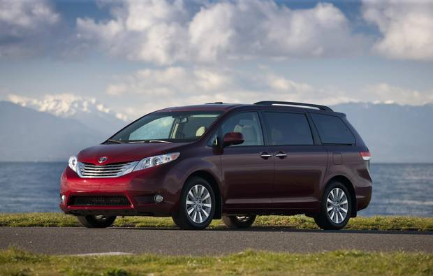 Buying used should we opt for a honda odyssey or toyota for Should i buy a toyota sienna or honda odyssey
