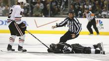 Linesman Brad Kovachik moves in to restrain Chicago Blackhawks' Duncan Keith (L) after he hit Los Angeles Kings' Jeff Carter in the face with his stick during the second period of Game 3 of the NHL Western Conference final playoff in Los Angeles, California, June 4, 2013. (LUCY NICHOLSON/REUTERS)
