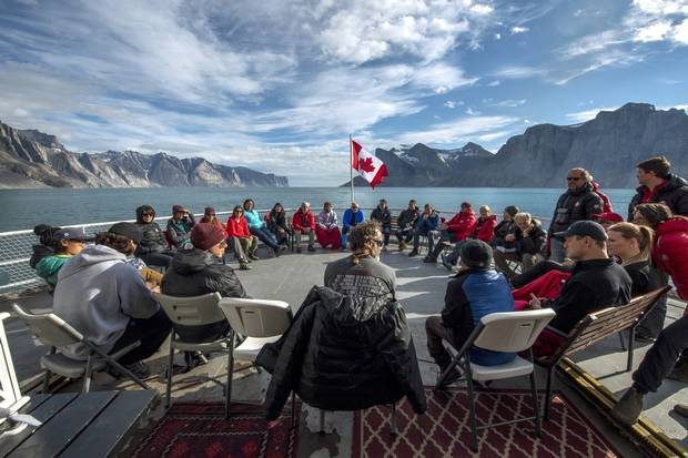 One of the daily debriefs of the participants on Leg 8 (Qikiqtarjuac to Pond Inlet) of the C3 Canada 150 expedition. Michelle Valberg/Students on Ice Foundation.