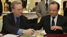 French President Francois Hollande and Google Executive Chairman Eric Schmidt sign documents at the Elysee Palace in Paris February 1, 2013. (PHILIPPE WOJAZER/Reuters)