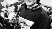 """This 1978 file photo originally released by ABC shows actor Robin Williams on the set of ABCs """"Mork and Mindy."""" (THE ASSOCIATED PRESS)"""
