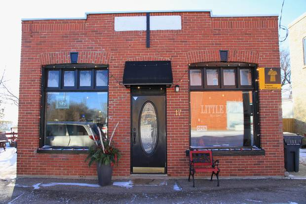 Little Red Market Café in Mortlach
