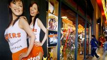 Chinese customers enter the newly opened Hooters restaurant in Shanghai in 2004. (REUTERS/REUTERS)