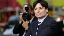 "Cast member Mike Myers poses at the premiere of ""The Love Guru"" at the Grauman's Chinese theatre in Hollywood, California June 11, 2008 (MARIO ANZUONI/REUTERS)"