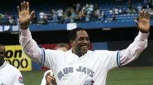 Dave Winfield salutes the crowd as the Blue Jays World Series team from 1992 and 1993 were celebrated in Toronto Aug. 7, 2009. (Jim Ross/The Canadian Press)