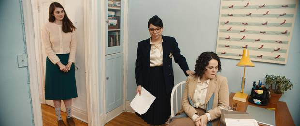Dim The Fluorescents follows the friendship and creative partnership between struggling actor Audrey (Claire Armstrong) and aspiring playwright Lillian (Naomi Skwarna).