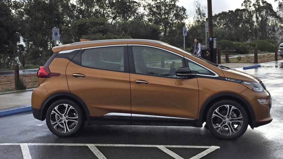 Review 2017 Chevrolet Bolt Is An Affordable Game Changer And Fun To