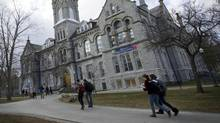 Students on Queen's University campus in Kingston, Ont. (Kevin Van Paassen/The Globe and Mail)