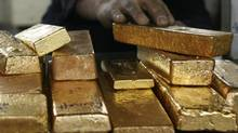 As price of gold falls, conspiracy theories rise up (OSMAN ORSAL/REUTERS)