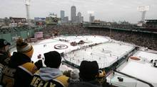 The Philadelphia Flyers and the Boston Bruins play during the first period of the NHL's Winter Classic at Fenway Park in Boston, Massachusetts January 1, 2010. (ADAM HUNGER/REUTERS)
