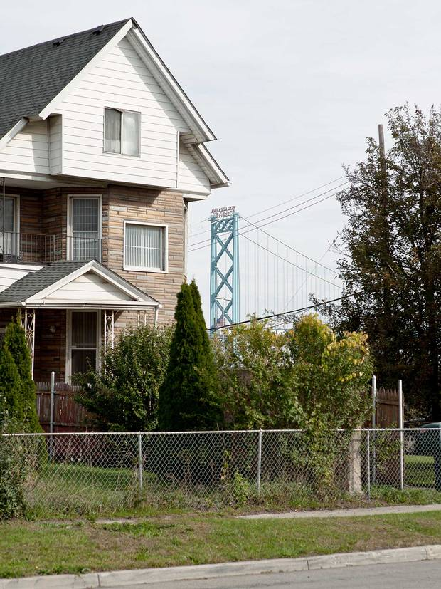 A view of the Ambassador Bridge from a U.S.-side neighbourhood