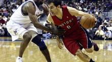 Toronto Raptors' Jose Calderon (R) of Spain drives around Gilbert Arenas of the Washington Wizards during the second half of their NBA basketball game in Washington December 4, 2009. REUTERS/Joe Giza (JOE GIZA)