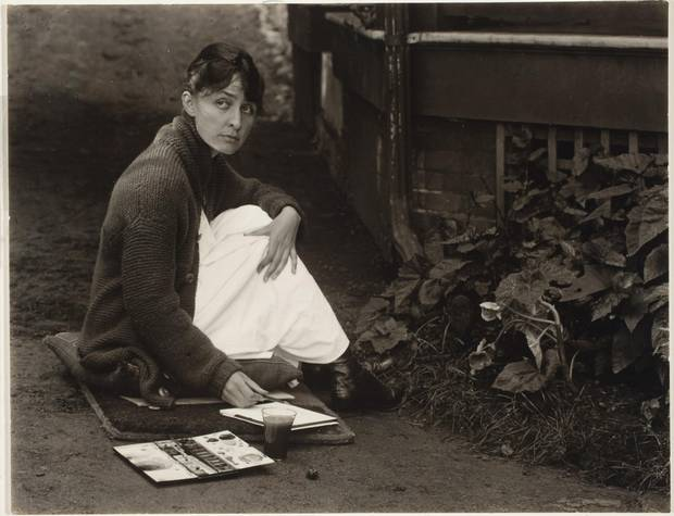 Georgia O'Keeffe with watercolour paint box, 1918.