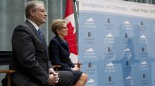 Former U.S. vice-president Al Gore and Ontario Premier Kathleen Wynne announce in Toronto that Ontario is will longer generate electricity with coal-burning plants. (DEBORAH BAIC/THE GLOBE AND MAIL)