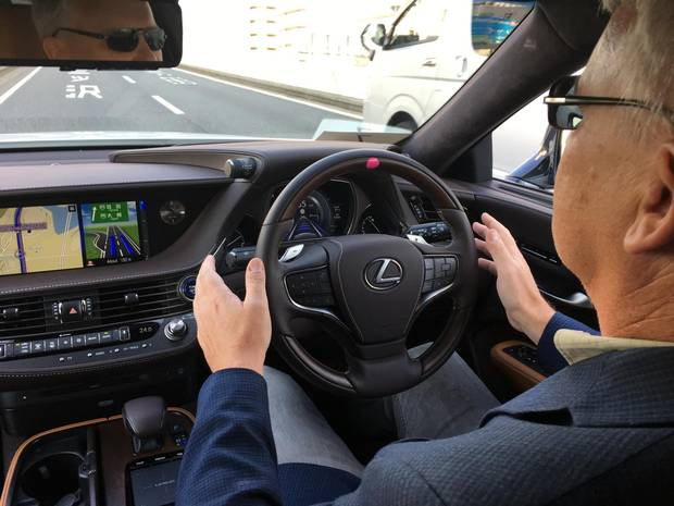 Drive contributor Mark Richardson deploying the autonomous technology in a Lexus.