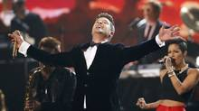 "Robin Thicke performs ""Blurred Lines"" with Chicago at the 56th annual Grammy Awards in Los Angeles, California January 26, 2014. (Mario Anzuoni/Reuters)"