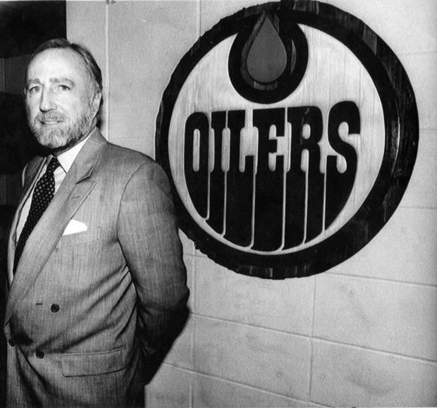 Edmonton Oilers owner Peter Pocklington standing the team's dressing room in back on Feb. 22, 1989.