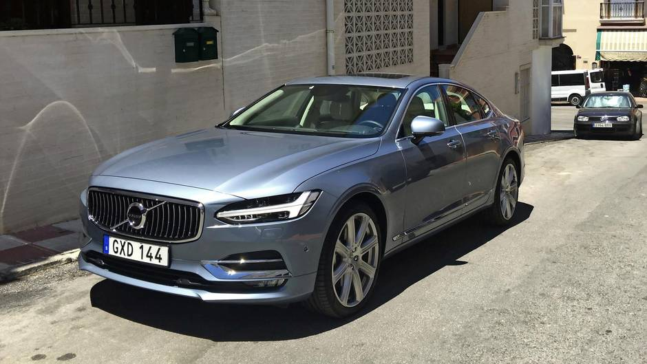Review 2017 Volvo S90 Isn T Trying To Beat German Brands It Finds A New Road