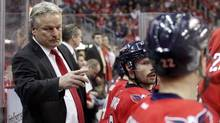 Washington Capitals new head coach Dale Hunter gives instructions to players during the third quarter of their NHL hockey game against the St. Louis Blues in Washington November 29, 2011. Blues won the game. (MOLLY RILEY/REUTERS)