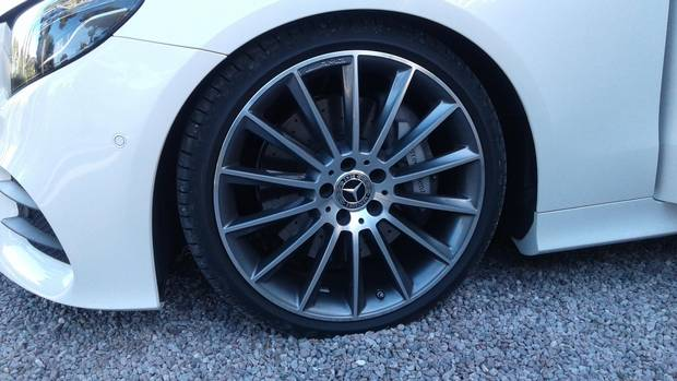 Front wheel of the Mercedes E400 4Matic coupe