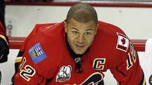 Calgary Flames captain Jarome Iginla warms up prior to NHL preseason hockey action in Calgary, Thursday, Sept. 17, 2009. (Jeff McIntosh)
