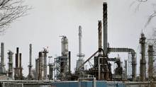 A Shell refinery is seend near Sarnia, Ont., in 2005. (Jason Kryk/The Globe and Mail)