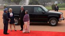 Prime Minister Stephen Harper and his wife Laureen are greeted by India's Prime Minister Manmohan Singh and his wife Gursharan Kaur as they arrive at Rashtrapati Bhavan (Presidential Palace) \in New Dehli, Nov. 6, 2012. (Sean Kilpatrick/THE CANADIAN PRESS)