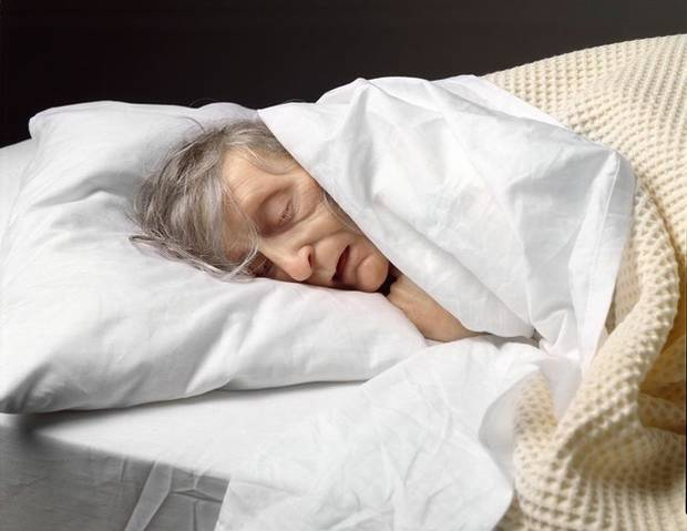 Ron Mueck, Old Woman in Bed (detail), 2002. Mixed media, 25.4 x 94 x 53.9 cm. Collection of the National Gallery of Canada. Copyright Ron Mueck.