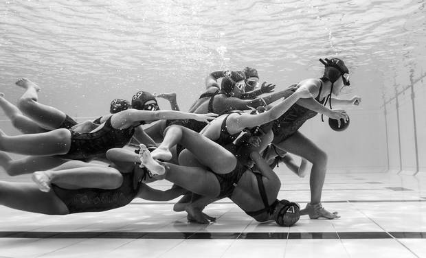 Colombian, Camilo Diaz, wins National award and 1st place Motion category for his photo of the Colombian team at the European Junior underwater rugby Championship.