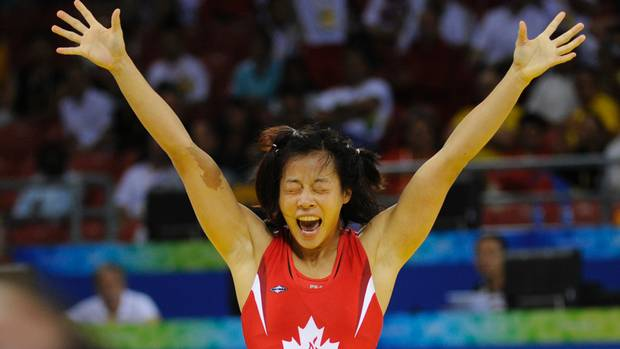 Carol Huynh won Canada's first gold medal of the Beijing Olympics when she defeated Chiharu Icho of Japan in the women's 48 kg freestyle wrestling match.