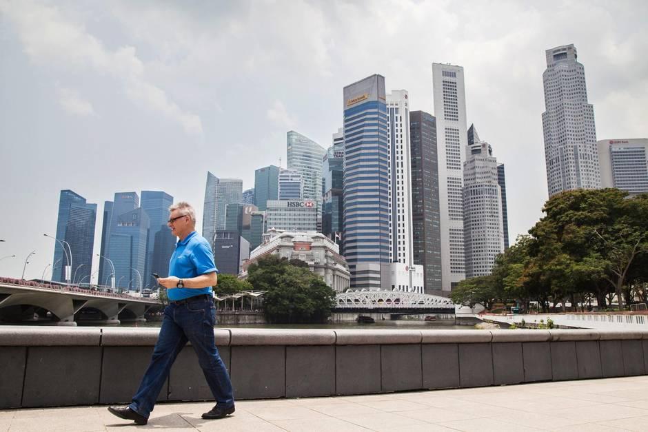 singapore and hong kong rivalry Methods to encourage economic growth in hong 2015 nic's hong kong and singapore hong kong and a high-flying rivalry hong kong may still.