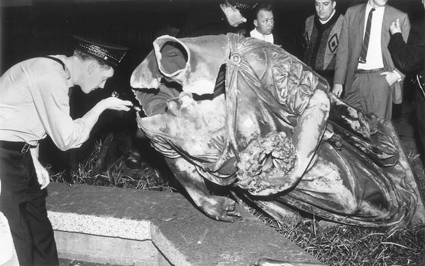 A police officer examines the decapitated Queen Victoria statue in Quebec City in this July 1963 photo. The statue that lost its head in a bombing by radical Quebec separatists 40 years ago may reign again over a Quebec City park.