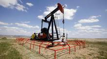 A Canadian Natural Resources pump jack pumps oil out of the ground near Dorothy, Alberta, June 30, 2009. (© Todd Korol / Reuters/REUTERS)