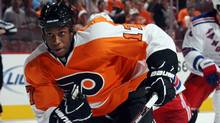 Wayne Simmonds #17 of the Philadelphia Flyers skates against the New York Rangers during an NHL preseason game at Wells Fargo Center on September 26, 2011 in Philadelphia, Pennsylvania. ) (Bruce Bennett/Getty Images)