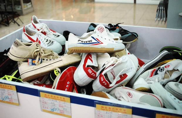 The roots of Feiyue sneakers lie in the Da Fu Rubber Product Factory, a tire maker founded in 1931. It began making rubber-soled shoes for military use in 1948, followed by street a decade later.