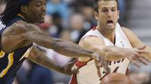 Jason Kapono, seen batting Marquis Daniels of the Indiana Pacers for a loose ball during the NBA regular season, is being dealt by the Toronto Raptors to the Philadelphia 76ers. (MARK BLINCH/Reuters File)