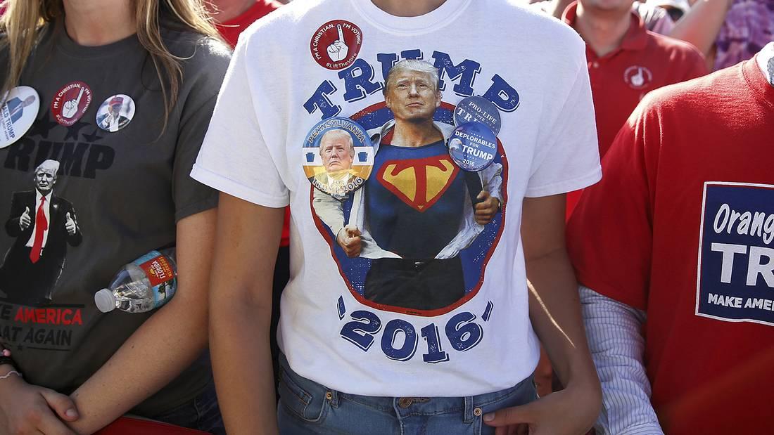 Supporters attend a Republican presidential nominee Donald Trump campaign event in Orlando, Florida U.S. November 2, 2016. REUTERS/Carlo Allegri
