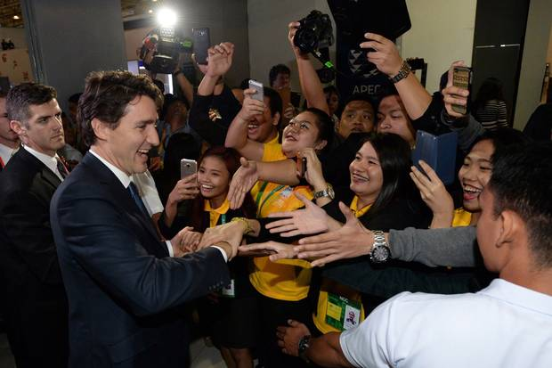 Mr. Trudeau is mobbed by admiring members of the media as he leaves his closing press conference following the APEC Summit in Manila on Nov. 19, 2015.