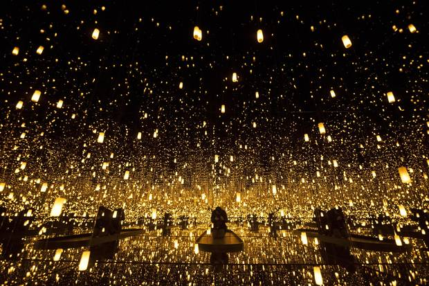 Infinity Mirrored Room: Aftermath of Obliteration of Eternity, 2009.