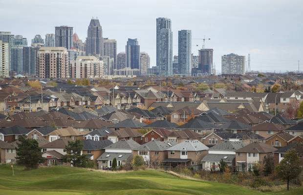 Houses are seen in Mississauga, Ont., on Oct. 29, 2015.