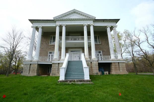 Facade of the 1834 Willowbank estate.