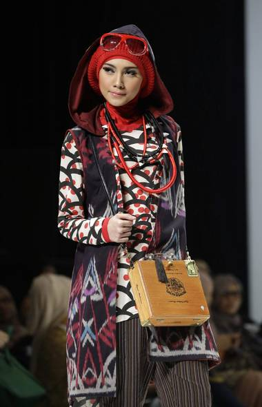 A model wears a creation by designer Hannie Hananto at Indonesia Islamic Fashion Fair in Jakarta, Indonesia (Dita Alangkara/AP)